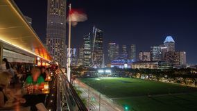 Timelapse för trafik för Singapore skybar nattcityscape lager videofilmer