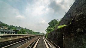 Timelapse Frontowy widok miasto ulica od MRT W pełni Automatyzującego Driverless pociągu przez Windscreen okno zdjęcie wideo