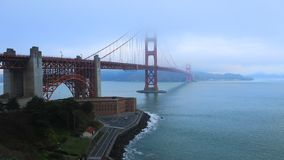 Timelapse Golden gate bridges im Nebel 4K stock footage