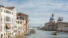 Timelapse - Grand Canal av Venedig som sett från den akademiska världenbron arkivfilmer