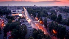 Timelapse Härlig sikt från skyskrapan i aftonen i staden av Rostov-On-Don på avenyn Stachki lager videofilmer