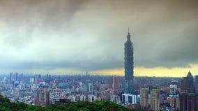 Timelapse horizon de soirée de Taïpeh, Taïwan clips vidéos