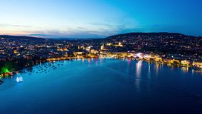 timelapse hyperlapse ночи 4K воздушное города Цюрих в Швейцарии - UHD видеоматериал