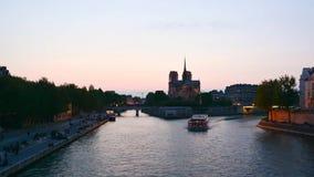 Timelapse i Paris —solnedgång av helgonet Michel de Paris arkivfilmer