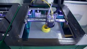 Timelapse impresión 3D con el filamento plástico del alambre en la impresora 3D