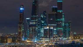 Timelapse internacional de la ciudad de Moscú del centro de negocios de Moscú en la noche Noche urbana de la metrópoli del paisaj almacen de video