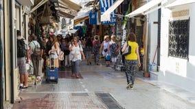 timelapse 4K della gente che cammina a Atene, Grecia video d archivio