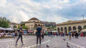 timelapse 4K dos povos que andam em Atenas, Grécia filme
