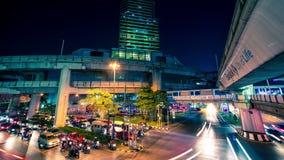 timelapse 4K Handeln Sie auf Straßen nachts in der Mitte Bangkok, Thailand Januar 2016 stock footage