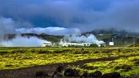 timelapse 4K Poder geotérmico - centrales eléctricas que generan electricidad de fuentes de calor subterráneos (tales como géiser metrajes