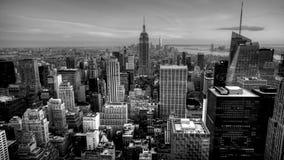 timelapse 4K UltraHD a красивое наступления ночи в сердце Манхаттана в черно-белом сток-видео