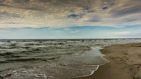 timelapse 4K Vågor som kommer till stranden lager videofilmer
