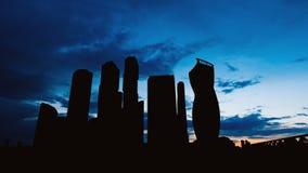 Timelapse kontur av för affärsmitt för skyskrapor den internationella staden på solnedgång i Moskva Ryssland arkivfilmer