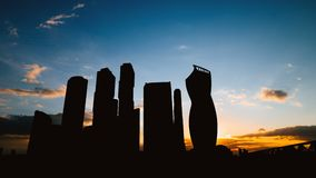 Timelapse kontur av för affärsmitt för skyskrapor den internationella staden på solnedgång i Moskva Ryssland lager videofilmer