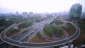 Timelapse längd i fot räknat av den Semanggi bron på skymning stock video