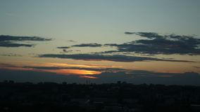 Timelapse la ville de l'?t? de nuages de rivi?re de Kirov Vyatka banque de vidéos