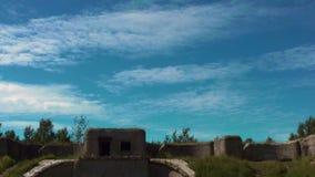 Timelapse Las nubes vuelan sobre la fortaleza almacen de metraje de vídeo