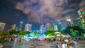 Timelapse Laserowy przedstawienie przy fontanną blisko Petronas bliźniaczych wież w Kuala Lumpur, Malezja Sierpień 2017 zbiory