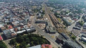 Timelapse lata miasta ulicy pogodny Ryski truteń, samochodu drogowy ruch drogowy, trutnia strzał, miasteczko w ruchu, dronelapse zbiory wideo