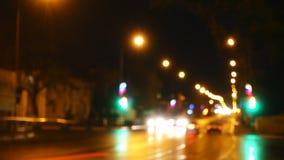 Timelapse Luzes da estrada de cidade da noite Automóveis e sinal video estoque