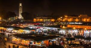Timelapse MARRAKESCHS, MAROKKO Leute auf Quadrat Jemaa EL Fna und Marktplatz in Medina-Viertel am 7. Januar 2017 stock footage