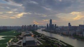 Timelapse materiał filmowy Wuhan miasta linia horyzontu zmierzch w lecie zdjęcie wideo