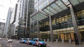 Timelapse moderno de los edificios de oficinas almacen de metraje de vídeo