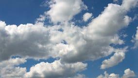 Timelapse moln på himmel i sommartid stock video