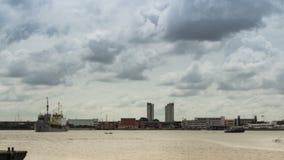 Timelapse moln på stad arkivfilmer
