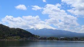 Timelapse Mount Fuji, sikt från sjön Kawaguchiko, Japan lager videofilmer