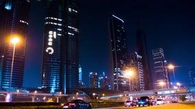 Timelapse Nacht des Verkehrs auf der Autobahn in Dubai, UAE stock video footage