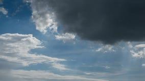 Timelapse niebo w słońcu i chmura błyszczymy dzień zdjęcie wideo