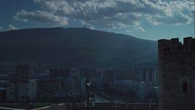 Timelapse niektóre chmurnieje chodzenie nad Skopje zbiory wideo
