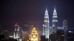 Timelapse noc Kuala Lumpur z iluminującymi drapaczami chmur zbiory wideo
