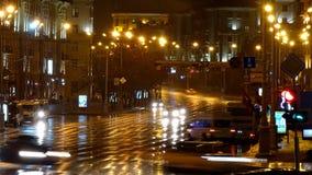 Timelapse Noche, calle lluviosa metrajes