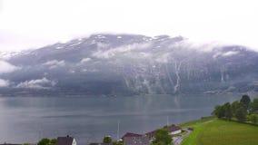 Timelapse Noorse Loftus Landschapsmening van de dalingen en de beweging van de wolken stock footage