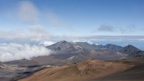 Timelapse - nuages en mouvement au-dessus du crat?re de Haleakala banque de vidéos