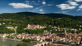 Timelapse - nuages mobiles au-dessus de la ville d'Heidelberg banque de vidéos