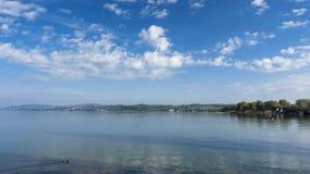 Timelapse - nuages mobiles au-dessus du Lac de Constance banque de vidéos