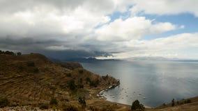 Timelapse - nuages mobiles au-dessus du Lac Titicaca banque de vidéos