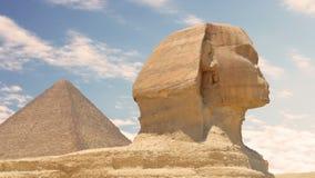 Timelapse Nubes sobre la pirámide de Cheops y de la esfinge Giza Egypt almacen de video