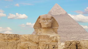 Timelapse Nubes sobre la pirámide de Cheops y de la esfinge Giza Egypt V 2 almacen de metraje de vídeo