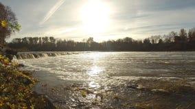 timelapse o da cachoeira a mais larga em Europa em Letónia Kuldiga Rio Venta vídeos de arquivo
