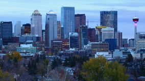 Timelapse od nocy dzień Calgary, Kanada linia horyzontu 4K zdjęcie wideo