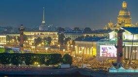 Timelapse over de stad van St. Petersburg Rusland op het feest van Scharlaken Zeilen, mening van dak stock footage