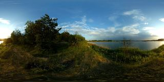 timelapse panoramique 4k de lac de 360 vr banque de vidéos