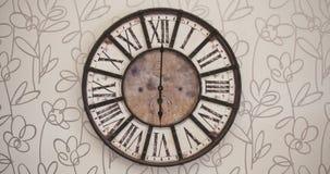 Timelapse pasado de moda 12H del reloj almacen de metraje de vídeo