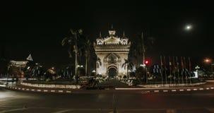 Timelapse Patuxai战争纪念碑在晚上在万象 影视素材