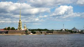 Timelapse Peter And Paul Fortress e panorama di Neva River nel centro storico di St Petersburg, Russia stock footage