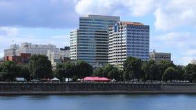 Timelapse Portland, Oregon im Stadtzentrum gelegen durch den Willamette-Fluss 4K stock video footage